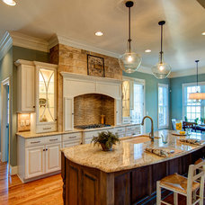 Traditional Kitchen by Bloomday Granite