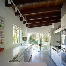 Modern Kitchen by Billinkoff Architecture PLLC