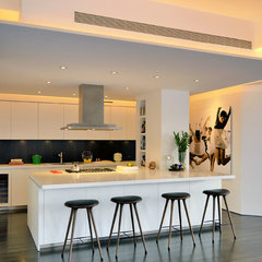 contemporary kitchen by West Chin Architect
