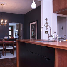 Modern Kitchen by Jenn Hannotte / Hannotte Interiors