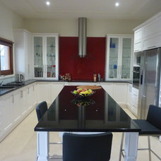 Contemporary Kitchen by Teague Constructions