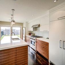 Contemporary Kitchen by Bravehart Building