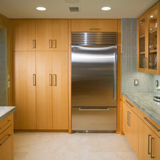 Contemporary Kitchen by Cynthia Bennett & Associates