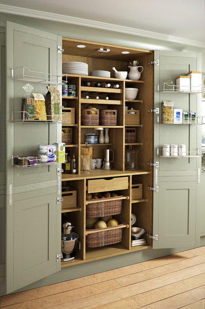 Traditional Kitchen by Holme Design
