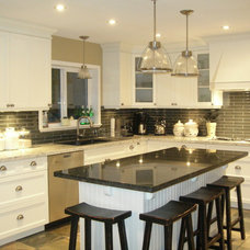Traditional Kitchen by Troico