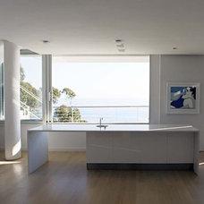 Modern Kitchen by Paul Davis & Partners