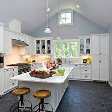 Farmhouse Kitchen by Successful Staging/Bobbie McGrath