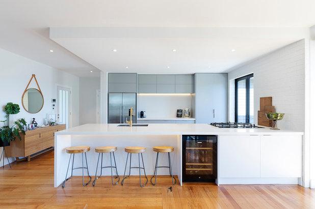 Modern Kitchen by Design House Architecture