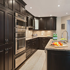 traditional kitchen by Laurysen Kitchens Ltd.