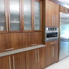 Modern Kitchen by Snow Bros. Appliance