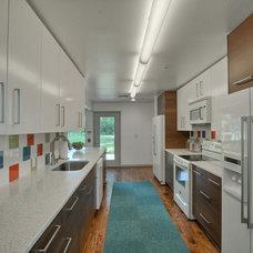 Modern Kitchen by PBH Construction
