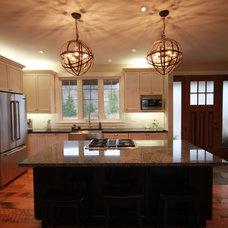 Traditional Kitchen by MNT Consulting Group Inc.