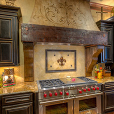 Mediterranean Kitchen by Anderson Fine Homes