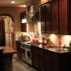 traditional kitchen by Dorado Stone Distributors