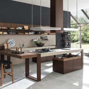 Große Moderne Küche in U-Form mit Unterbauwaschbecken, offenen Schränken, dunklen Holzschränken, Küchenrückwand in Beige, Elektrogeräten mit Frontblende und Porzellan-Bodenfliesen in Denver