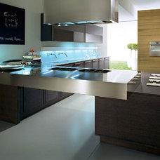 Modern Kitchen by Pedini Kitchens