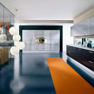 Foto de cocina minimalista con suelo azul