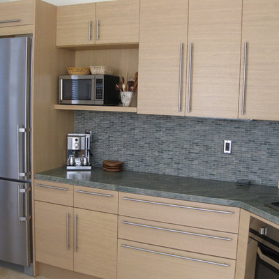 Eat-in kitchen - mid-sized contemporary l-shaped ceramic tile eat-in kitchen idea in San Diego with a single-bowl sink, flat-panel cabinets, light wood cabinets, granite countertops, multicolored backsplash, mosaic tile backsplash, paneled appliances and no island