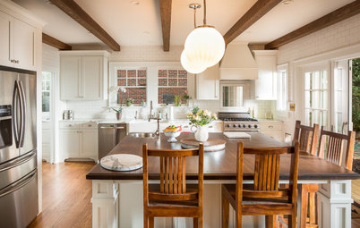 12 Sunny White-and-Wood Walk-Out Kitchens to Inspire