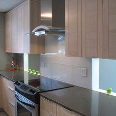 Modern Kitchen by 7j Design, Ottawa