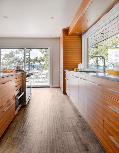 Houzz tour a fresh pacific northwest take on midcentury for Kitchen design consultants