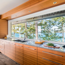 Beach Style Kitchen by Johnson + McLeod Design Consultants