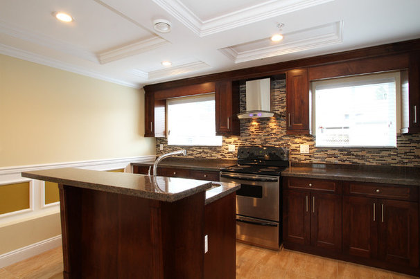 Traditional Kitchen by Horizon One Properties
