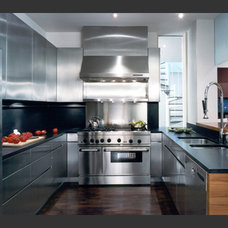 Modern Kitchen by Peter Tow