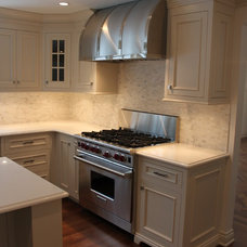 Traditional Kitchen by Dream Builders