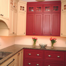 Traditional Kitchen Cabinets by Simpson Cabinetry