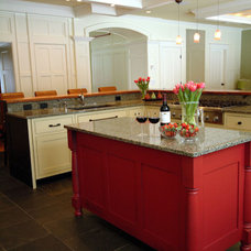 Traditional Kitchen Cabinetry by Simpson Cabinetry