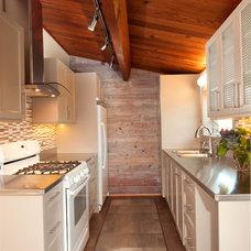 Modern Kitchen by Denise Mitchell Interiors