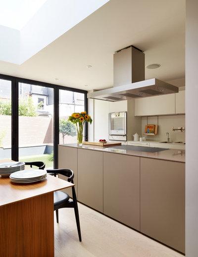 Contemporary Kitchen by Kitchen Architecture