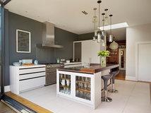 conseils de pro comment placer un lot de cuisine. Black Bedroom Furniture Sets. Home Design Ideas