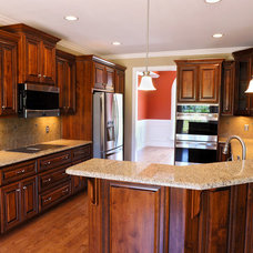 Traditional Kitchen by Brad D. Cummings Const. Co. Inc.