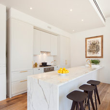 Contemporary Kitchen by B Interior