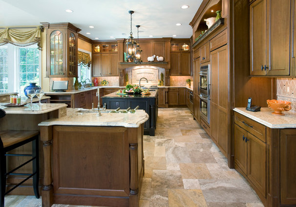 Traditional Kitchen by Guidi Homes