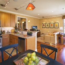 Transitional Kitchen by Norman Kohl for Nathan Mayo & Associates