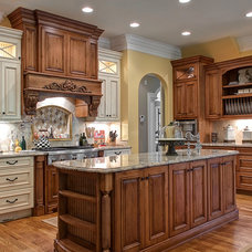 Traditional Kitchen by Triad Real Estate Photography