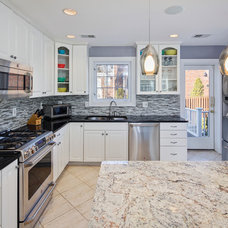 Traditional Kitchen by StruXture Photography