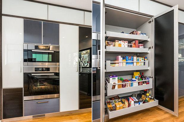 Modern Kitchen by Knocknock