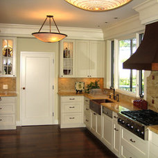 Traditional Kitchen by Mark English Architects, AIA