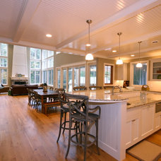 Traditional Kitchen by Cottage Home, Inc.