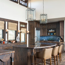 Rustic Kitchen by Meadow Mountain Homes