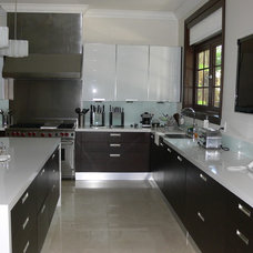 Contemporary Kitchen by CM Glass