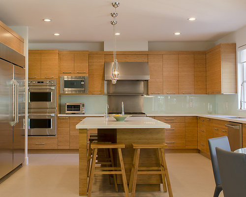 Example Of A Trendy U Shaped Eat In Kitchen Design In Vancouver With Flat