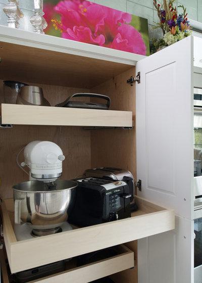 Transitional Kitchen by Kitchen Studio: Kansas City