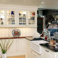 traditional kitchen by Kelly Zamonski