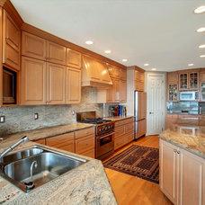 Traditional Kitchen by Jackie Syvertsen ~ Windermere Real Estate/BI, Inc.