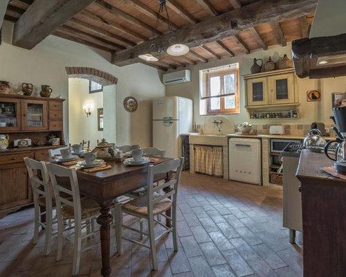 Cucina in muratura rustica foto e idee houzz for Esempi di cucine in muratura